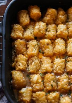 Tater Tot Casserole is an easy dinner recipe that you can whip together in no time. Kids and adults will love this cheesy potato casserole! #cookiesandcups #casserole #cheesycasserole #potatocasserole #tatertotcasserole Cheeseburger Tater Tot Casserole, Cheesy Potato Casserole, Easy Casserole Recipes, Cheesy Potatoes, Easy Dinner Recipes, Time Kids, Everyday Food, Food Print, Meals