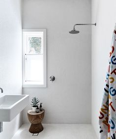 Bathroom from artist and designer Rachel Castle's colourful & quirky Sydney home. Photography: Sharyn Cairns   Styling: Tahnee Carroll