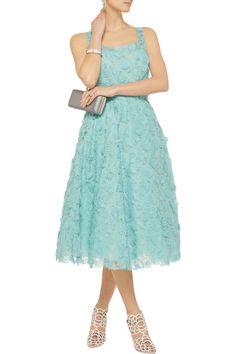Oscar de la RentaAppliquéd floral-lace dressfront. I am literally salivating.