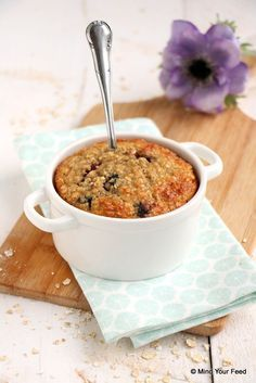 Havermout ontbijtcake met blauwe bessen - Mind Your Feed. Voor FODmap de honing vervangen