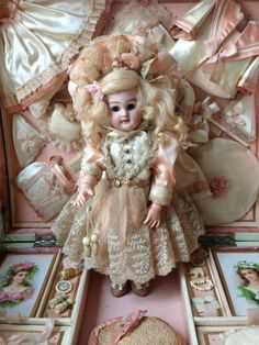 Exquisite French presentation box with antique size 1 doll. Look at Beautiful lace used on her dress.