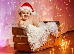 fotos bebe navidad - Buscar con Google Baby Christmas Photos, Christmas Photo Props, Xmas Photos, Holiday Pictures, Christmas Minis, Babies First Christmas, Baby New Year, Baby Boy Pictures, Foto Baby