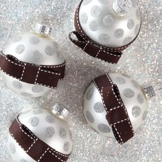 #polkadot #ornaments    http://www.ilovetocreate.com/ProjectDetails.aspx?name=Sophisticated+Spots+Ornaments
