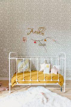 Babykamer met mostergeel accent | Estelle Williot