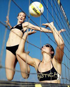 Misty May & Kerri Walsh, beach volleyball. Volleyball Posters, Volleyball Photos, Female Volleyball Players, Beach Volleyball Girls, Women Volleyball, Female Athletes, Women Athletes, Athletic Events, Sport Gymnastics