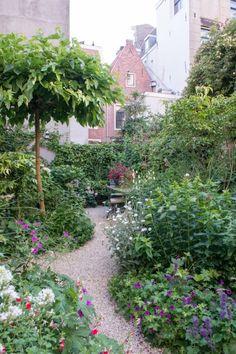 66 Beautiful Backyard Garden Design Ideas And Remodel 35 Cottage Garden Design, Backyard Garden Design, Small Garden Design, Backyard Ideas, Small City Garden, Urban Garden Design, Patio Design, Dutch Gardens, Small Gardens