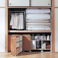 The Japanese seem to store their shikibutons up off the floor. Look at those rolling carts at the bottom! Japanese Home Design, Japanese Interior, Closet Storage, Closet Organization, Japanese Apartment, Organisation Hacks, Shelf Design, Tidy Up, Storage Cabinets