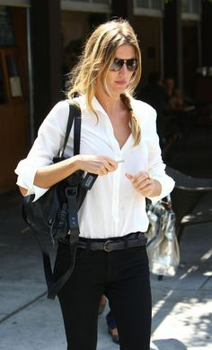 White Button Down + Black Jeans // Gisele Bündchen Gisele Bündchen, Fashion Mode, Look Fashion, Womens Fashion, Fashion Tips, Fashion Design, Casual Chic, Smart Casual, Elin Kling