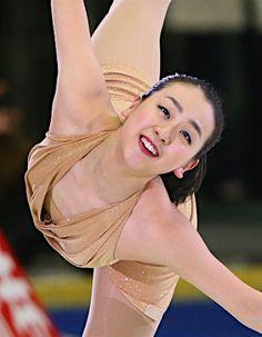 名古屋フィギュアスケートフェスティバルで演技する浅田真央=3日、愛知・日本ガイシアリーナ【時事通信社】 (350×450)