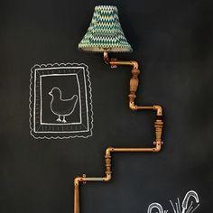 ABAJUR DE CANOS | já imaginou criar um abajur a partir da tubulação aparente da sala? Inspire-se! #ficaadica #decoração #ideiacriativa #dicaTecnisa #Tecnisa