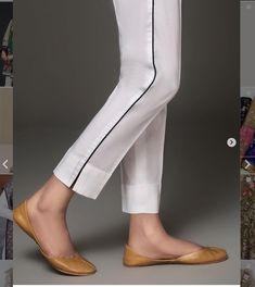Super clothes patterns for women pants Ideas - Super clothes patterns for women pants Ideas Super clothes patterns for women pants Ideas Source by Plazzo Pants, Salwar Pants, Trouser Pants, Adidas Pants, Ankle Pants, Harem Pants, Pakistani Fashion Casual, Pakistani Dresses Casual, Pakistani Dress Design