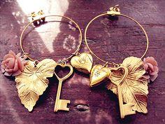 Glamorous Gold Earrings http://www.loveitsomuch.com/