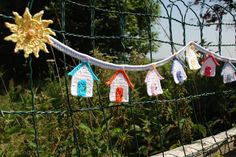 Crochet Beach Hut Bunting - Tutorial ❥ thanks so xox Crochet Home, Love Crochet, Crochet Gifts, Crochet Motif, Crochet Flowers, Crochet Patterns, Crochet Ideas, Crochet Appliques, Crochet Geek