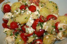 Ruokasurffausta: Lämmin perunasalaatti fetalla ja tomaatilla Caprese Salad, Feta, Potato Salad, Side Dishes, Potatoes, Cooking, Ethnic Recipes, Book, Side Plates