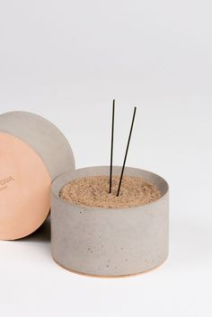 Incense bowl of sand in concrete # concrete # bowl # incense .- Sand-Weihrauch-Schüssel im Beton Source by studi… Sand incense bowl in concrete Source by studiostoriesde - Wood Concrete, Concrete Cement, Concrete Furniture, Concrete Design, Polished Concrete, Cement Art, Concrete Crafts, Concrete Projects, Diy Incense Holder