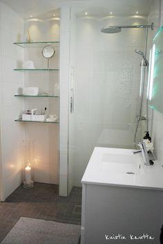 Small bathroom  Kuistin kautta (pikku spa)