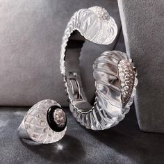 Waves of rock crystal crash down into pools of light, to be worn day and night. Trendy Jewelry, High Jewelry, Crystal Jewelry, Jewelry Art, Jewelry Rings, Jewellery, Jacqueline Kennedy Onassis, David Webb, Helen Mirren