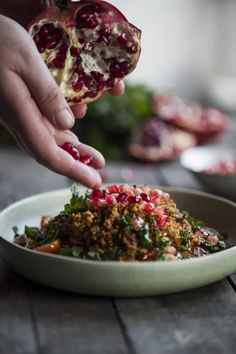 Bulgur wheat salad with pomegranate molasses - Eat Yourself Greek Pomegranate Molasses Dressing, Pomegranate Seeds, Fall Fruits, Green Chilli, Side Salad, Easy Salads, Smoked Paprika, Cherry Tomatoes, Food Print