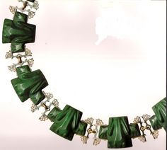 the Jewels of Laliique ed Yvonne Brunhammer3 frogs necklace circa 1902