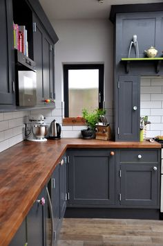 gray kitchen-cabinets-butcher-block-countertops-cost-lowes-wood-countertops-diy-rustic-wood-countertops-pantry-kitchen-cabinets looks like Wilsonart laminate counters and cabinet doors