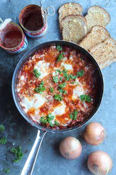 Paprika-feta-chorizo-shakshuka – Tyrniä ja tyrskyjä | Meillä kotona Chorizo, Feta, Ethnic Recipes