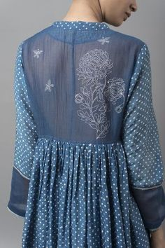 MALHAR A breezy collection features blooming chrysanthemums and textural geometric prints in natural indigo dye. Kurti Patterns, Dress Patterns, Kurta Designs, Blouse Designs, Indian Dresses, Indian Outfits, Embroidery Suits, Embroidery Fashion, Indian Designer Outfits