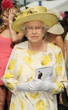Queen Elizabeth II at the Investec Derby Festival. Very serious business that Derby. Elizabeth Philip, Queen Elizabeth Ii, Queens Tiaras, Queen Hat, Queen Margrethe Ii, Royal Queen, Isabel Ii, Prince Phillip, Queen Of England