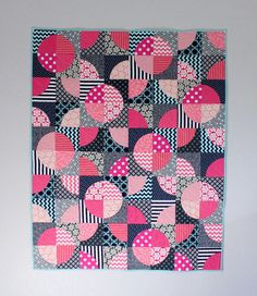 Phoenix Modern Quilt Guild - if I ever try curved piecing. Colchas Quilting, Scrappy Quilts, Machine Quilting, Quilting Projects, Quilting Designs, Modern Quilting, Pink Quilts, Circle Quilts, Quilt Blocks