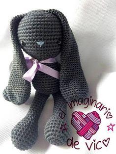 SIMON BUNNY (PATRON EN ESPAÑOL) Crochet Rabbit Free Pattern, Crochet Toys Patterns, Stuffed Toys Patterns, Crochet Dolls, Love Crochet, Learn To Crochet, Crochet Baby, Easter Crochet, Bunny Toys