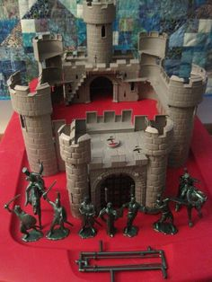 IDEAL TIMPO MARX KNIGHT PLAYSET VINTAGE 1990s RECAST CASTLE 60mm TOY SOLDIER #IDEALTOYSRECAST Chateau Fort Jouet, Toy Castle, Château Fort, Childhood Toys, Toy Soldiers, Classic Toys, Pink Flamingos, 1990s, Knight