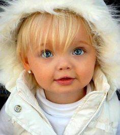 قصة نجاح الطفلة كريستينا بيمينوفا  Kristina Pimenova أصغر عارضة أزياء في العالم