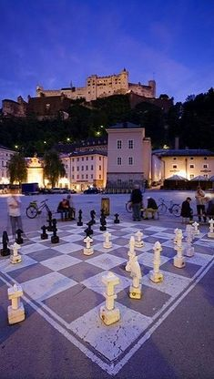 Giant chess board.. Kapitelplatz - Saltzburg, Austria (by Riccardo Spila)