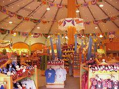 I <3 shopping at Disney World - blogged my favorite things to buy at Disney World