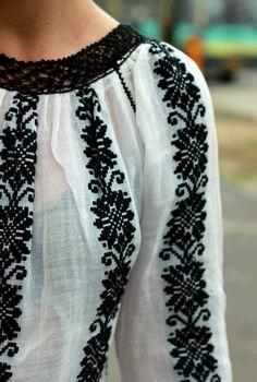 Embroidery from Oksana Caravan. Lviv / Metropolitan Gardens of Andrey Sheptytsky / - Stickerei Ideen Embroidery Shop, Embroidery Fashion, Embroidery Designs, Looks Style, My Style, Bohemian Mode, Folk Fashion, Embroidered Clothes, Folk Costume