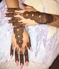Get Karwa Chauth Mehndi Designs. Get Step by Step Henna (Mehandi Designs) for Karva Chauth that are Specially Designed to Impress Husband. Henna Hand Designs, Eid Mehndi Designs, Mehndi Designs Finger, Mehndi Designs For Girls, Stylish Mehndi Designs, Bridal Henna Designs, Mehndi Design Pictures, Beautiful Mehndi Design, Mehndi Patterns