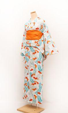 My friend's favorite color combination. Yukata Kimono, Kimono Japan, Kimono Dress, Japanese Kimono, Kimono Abaya, Modern Kimono, Patterns Of Fashion, Summer Kimono, Turning Japanese