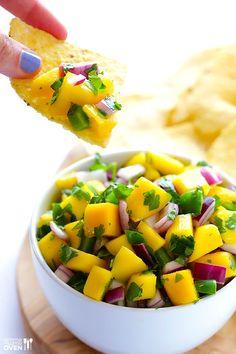 Mango Salsa: Recipe glutenfree, vegan, and easy Healthy Snacks, Healthy Eating, Healthy Recipes, Mango Salsa Recipes, Tajin Recipes, Good Food, Yummy Food, Summer Recipes, Appetizer Recipes