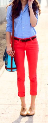 Perfect simple outfit! Red pants with a lighter toned oxford shirt plus long necklace, belt, and flats. Bam! perfection