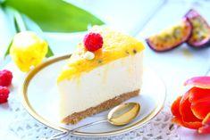 Mangojuustokakku rapealla keksimurupohjalla, pehmeällä mangotäytteellä sekä kirpeähköllä passion-mangokiilteellä maistuu liki poikkeusetta useimmille syöjille. Cheesecake, Baking, Desserts, Recipes, Food, Tailgate Desserts, Deserts, Cheesecakes, Bakken
