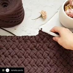"4,193 Me gusta, 36 comentarios - Ayfer (@applewhitecrochet) en Instagram: ""By @sonata.uyuta @sonata.uyuta @sonata.uyuta ⬅️follow 💜💜 #haken #handmadebasket #penyesepet…"" Crochet Carpet, Crochet Home, Free Crochet, Knit Crochet, Beginner Crochet, Crochet Basket Pattern, Crochet Stitches Patterns, Knitting Patterns, Crochet Baskets"