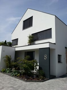 Home Sweet Home Haus M: moderne Häuser von moser straller architekten What to Include with Wedding I Stucco Exterior, Exterior Paint, Architectural Section, Dream House Exterior, Industrial House, House Front, Porches, Interior Architecture, Home And Family