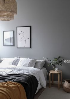 Vintage and modern elements combined -in a grey bedroom Gray Bedroom Walls, Grey Walls, Charcoal Bedroom, Bedroom Black, Bedroom Modern, Bedroom Inspo, Home Decor Bedroom, Bedroom Apartment, Bedroom Ideas