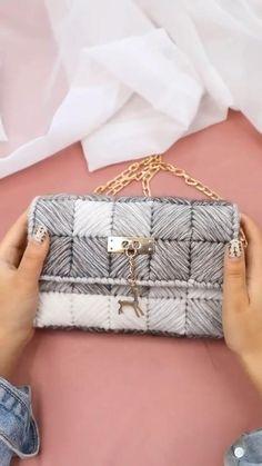 Diy Crochet Bag, Crochet Bag Tutorials, Crochet Patterns, Crochet Case, Purse Patterns, Crochet Videos, Crochet Gifts, Bracelet Patterns, Sewing Tutorials