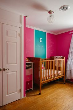 Hot Pink Nursery with pops of color - Project Nursery Liapela.com