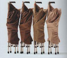 Kenia, di Vico Magistretti prodotta da Campeggi (1995).Rivisitazione della sedia Tripolina, con la sostituzione degli elementi in legno con elementi in metallo.