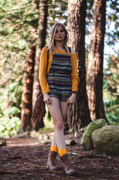 autumn look: colorful multicolor dungarees, yellow sweater pullover, yellow socks, brown cowboy boots, fringe bag by Steve Madden - Outfit, Blogger, Streetstyle, Hamburg