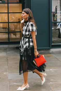 35 Street Style Snaps To Inspire Your Fall Wardrobe (because im addicted) Nyfw Street Style, Street Style Trends, Street Style Summer, Chic Summer Outfits, Spring Fashion Outfits, Ny Fashion, Street Fashion, Fashion Trends, Style Snaps