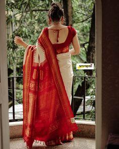 Bengali Weddings (@bengali_weddings) • Instagram photos and videos Bengali Saree, Indian Silk Sarees, Indian Beauty Saree, Bengali Bride, Bengali Wedding, Cotton Saree Designs, Sari Blouse Designs, Blouse Patterns, Trendy Sarees