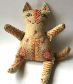Embroidered Felt Cat Family to make by NancyNicholsonDesign Fabric Toys, Fabric Art, Fabric Crafts, Felt Crafts Patterns, Bear Patterns, Cat Fabric, Paper Toys, Doll Patterns, Sewing Toys