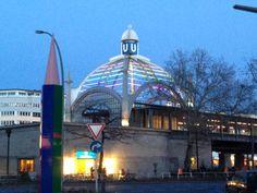 Nollendorfplatz - Berlin mit Denkmal für die im Nationalsozialismus verfolgten Homosexuellen